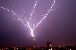 لحظه ناب، از برخورد صاعقه با برج میلاد , تصاویر دیدنی