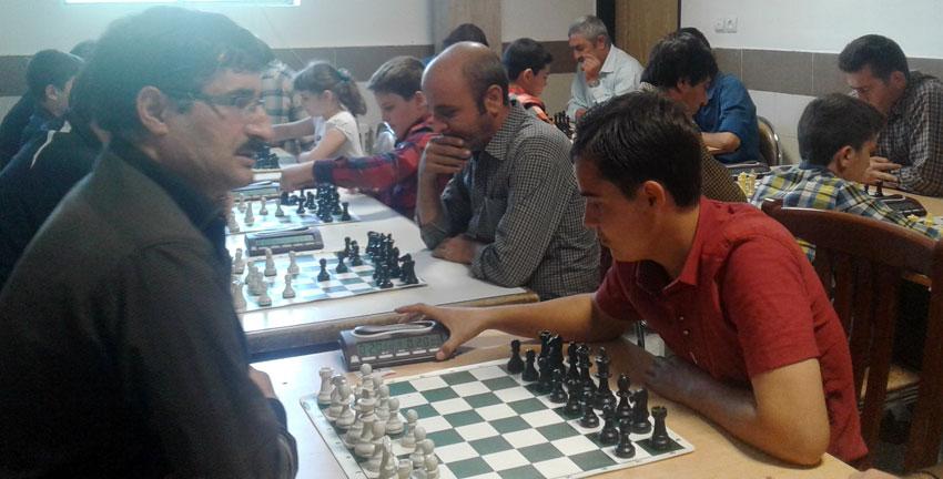 یرگزاری مسابقات شطرنج زیر 20 سال در سالن شهدای قاضی جهان