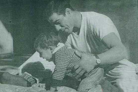 عکس دیدنیجهان پهلوان تختی به همراه فرزندش , چهره های ایرانی