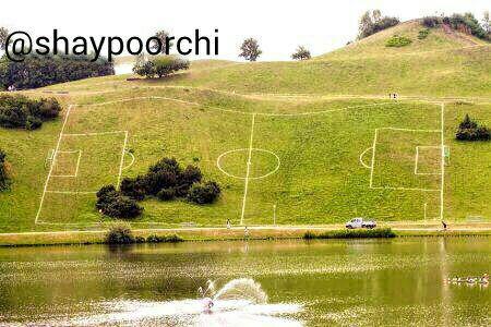 http://s7.picofile.com/file/8234108818/footbal.jpg