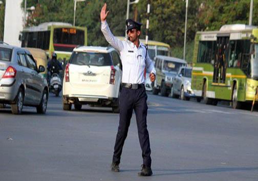 حرکات موزون پلیس راهنمایی رانندگی در خیابان , جالب وخواندنی