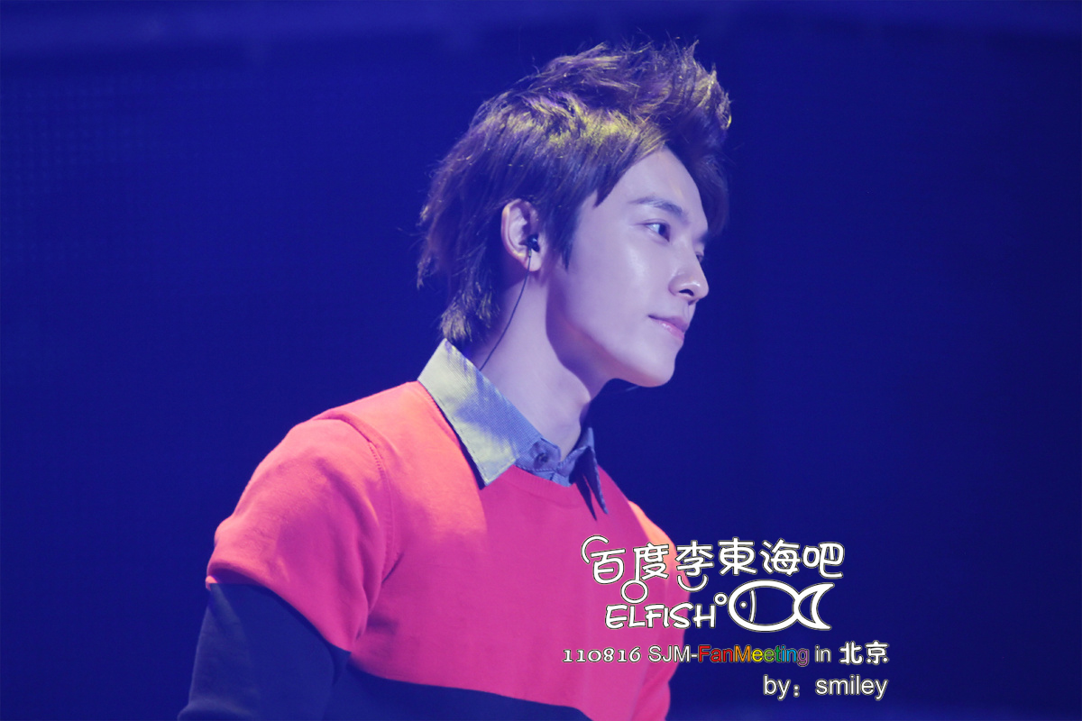 http://s7.picofile.com/file/8237127726/110816_SJ_M_Fanmeeting_Donghae_1_.jpg