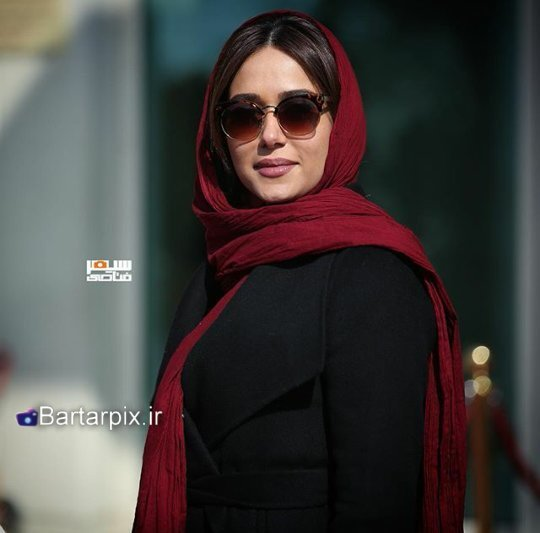 http://s7.picofile.com/file/8237705342/www_bartarpix_ir_parinaz_izadyar_fajr_fastival_34_5_.jpg