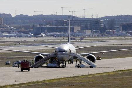 فرود اضطراری هواپیما به خاطر حرکت شرم آور یک مرد , اخبار گوناگون