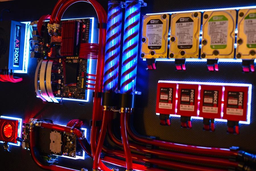 آموزش مونتاژ قطعات کامپیوتر بر روی دیوار