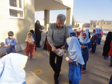 پخش شیرینی در روز اقتدار ملی