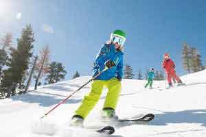 زنان گشت ارشاد در پیست اسکی دربندسر