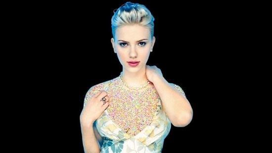 http://s7.picofile.com/file/8240540826/Scarlett_Johansson_10.jpg