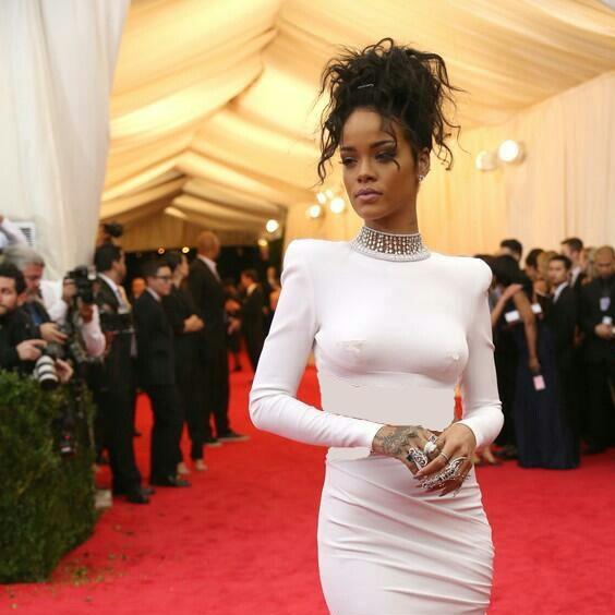 http://s7.picofile.com/file/8240785942/Rihanna_.jpg