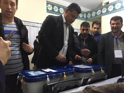 شهرام محمودی و علی دایی در حال رای دادن + عکس , اجتماعی
