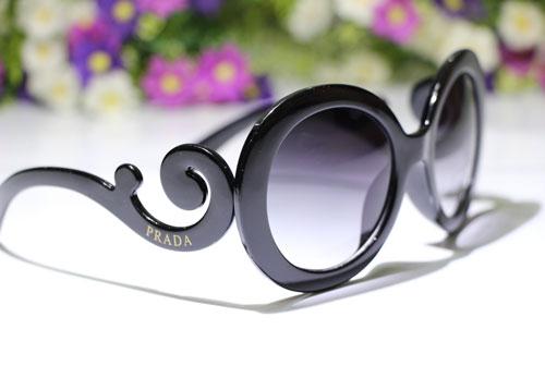 عینک پرادا گرد