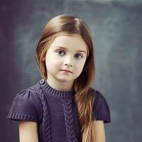 عکس دختربچه ناز با بلوز بنفش