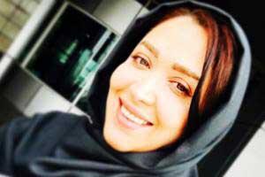 سارا منجزی با چادر درحال زیارت بی بی شهربانو! عکس , عکس بازیگران