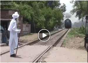 مرتاض هندی ، اینگونه قطار را متوقف میکند +فیلم , ویدیو