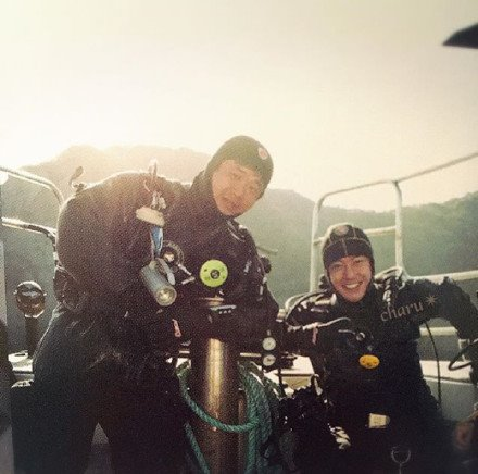 Kim Hyun Joong diving