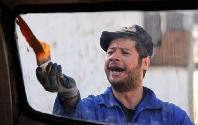 عکس علی صادقی در فیلم سه درجه تب