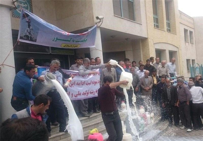 اعتراض دامداران اصفهان،با ریختن شیر بر روی زمین , اجتماعی