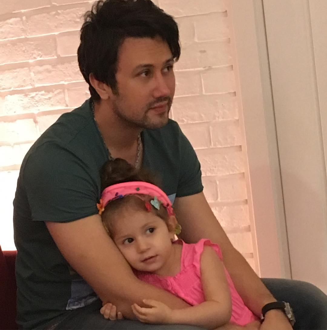عکس شخصی شاهرخ استخری با دخترش