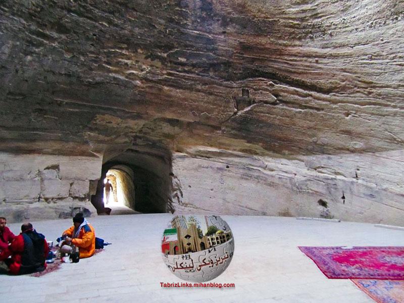 قدمگاه آذرشهر