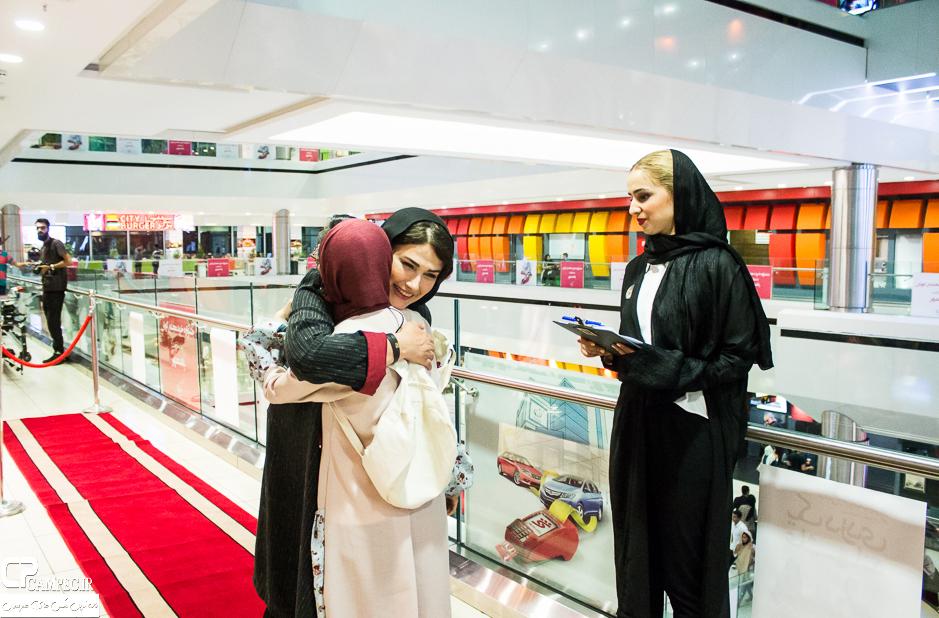لادن مستوفی در اکران فیلم یک دزدی عاشقانه