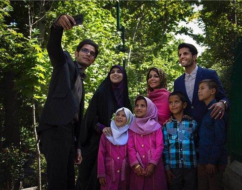 وحید طالب لو و همسرش در کنار کودکان محروم , اخبار ورزشی