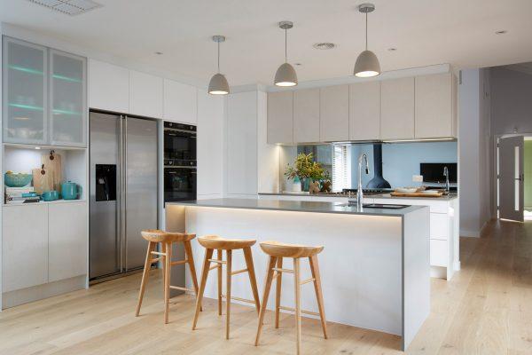 لوستر با طرح سیمان در آشپزخانه