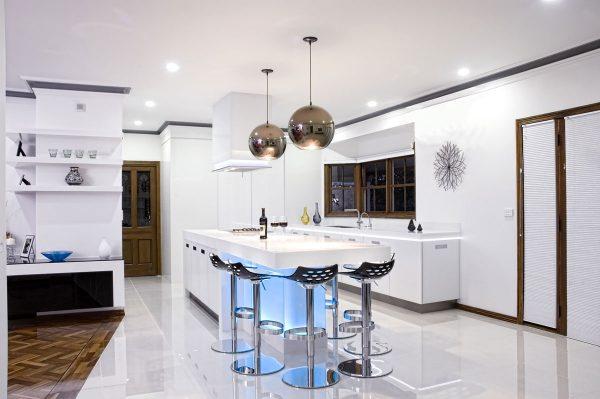 آویزهای طرح مس در آشپزخانه