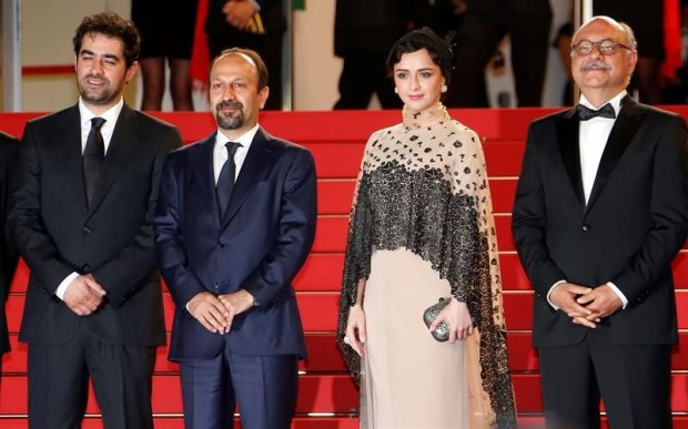 http://s7.picofile.com/file/8253069468/Asghar_Farhadi_Shahab_Hosseini_awarded_at_Cannes_Film_Festival_love2live_ir_%D8%B9%D8%B4%D9%82_%D8%AA%D9%88_%D8%B2%D9%86%D8%AF%DA%AF%DB%8C_8_.jpg