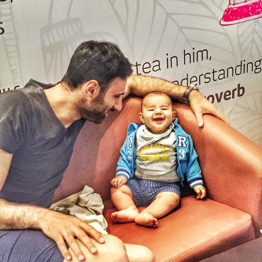 عکس عادل غلامی با پسرش