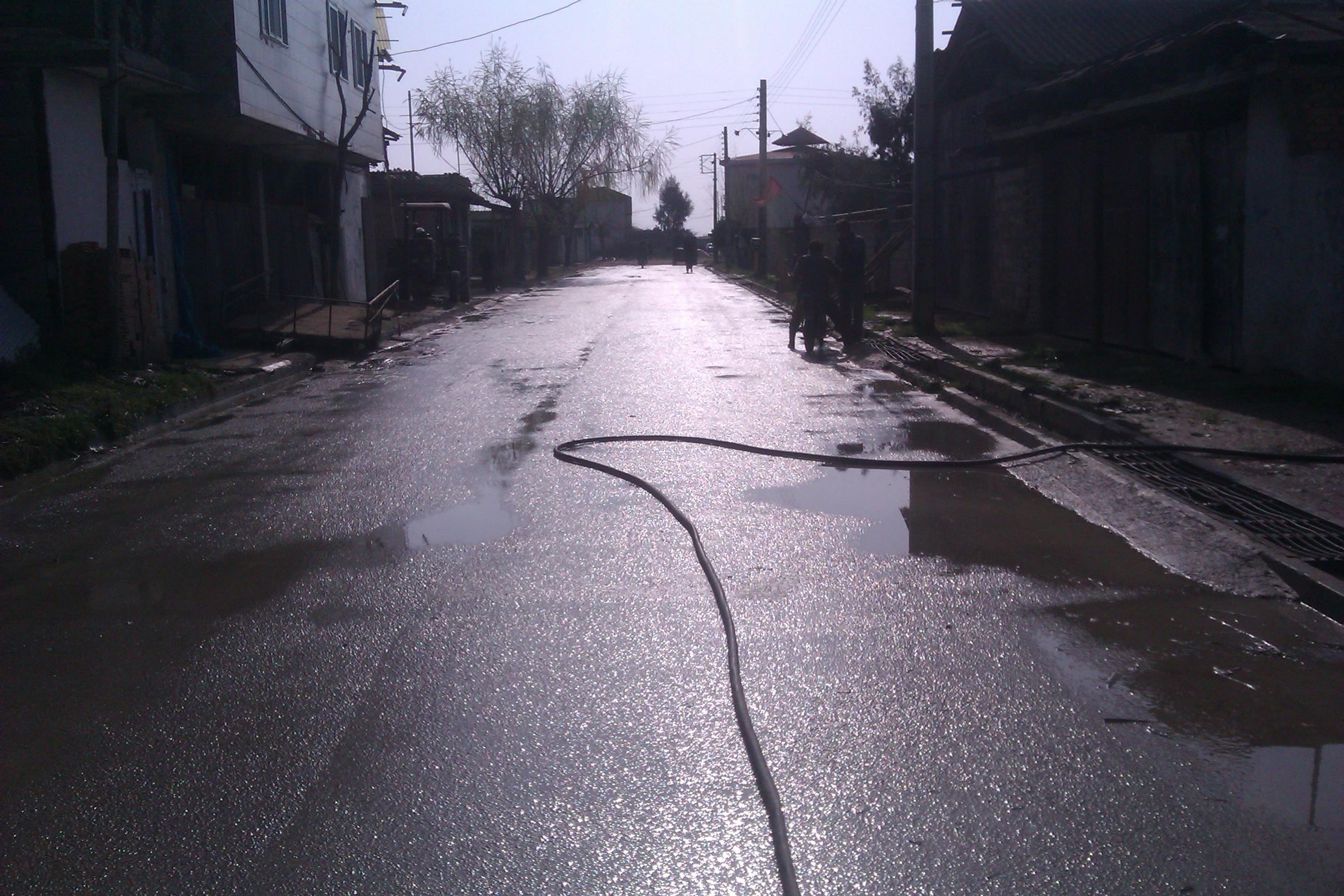 شستشوی جاده های اصلی در برگه توسط دهیاری برگه