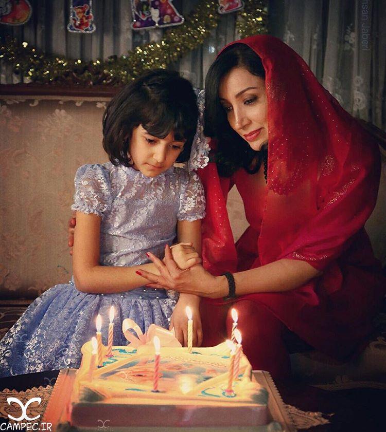 نگار عابدی و دخترش