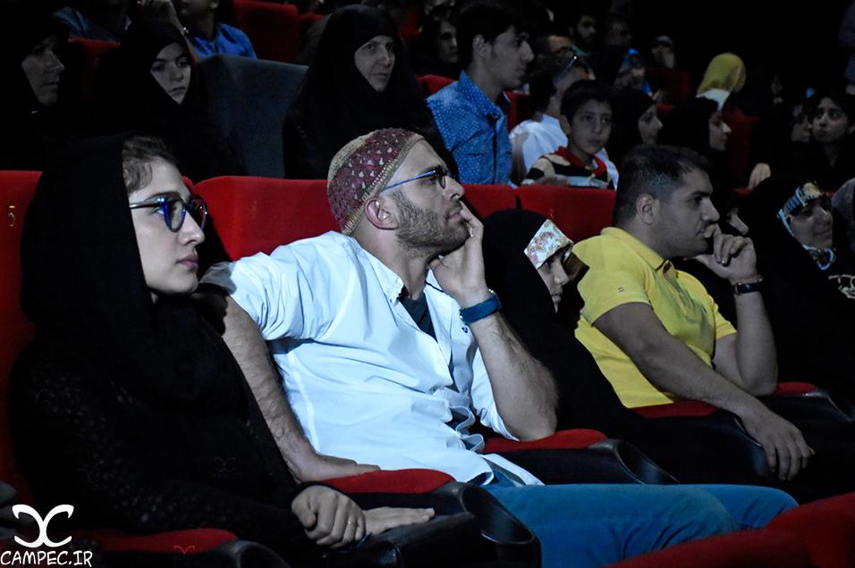 بابک حمیدیان و مینا ساداتی در اکران فیلم ایستاده در غبار