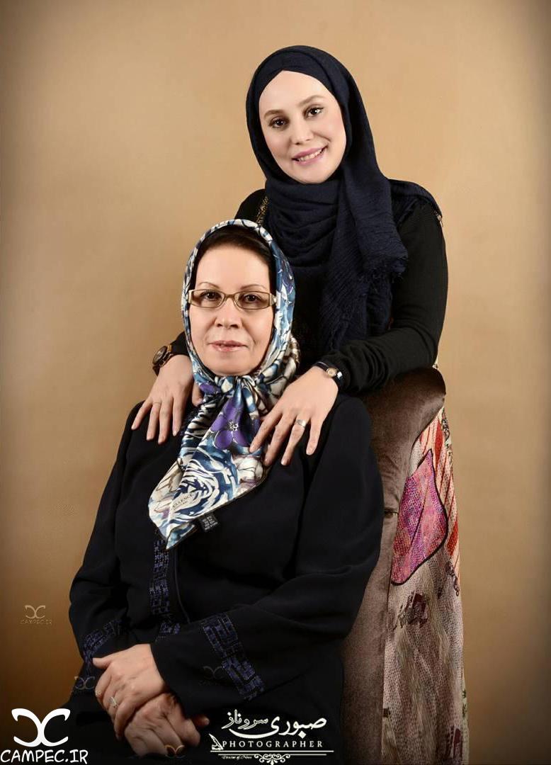 عکس آتلیه ای آرام جعفری با مادرش