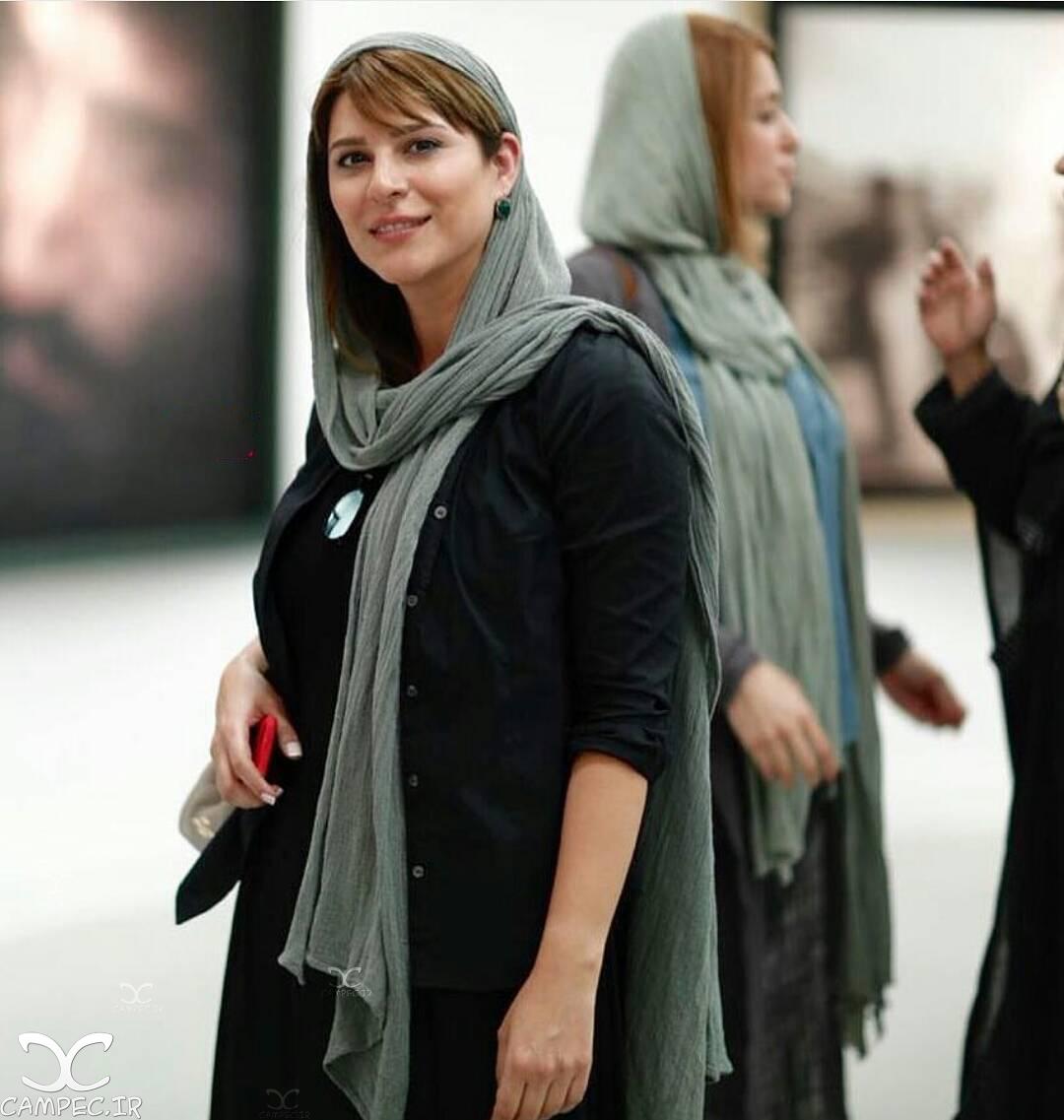 سحر دولتشاهی در نمایشگاه عکس ایستاده در غبار