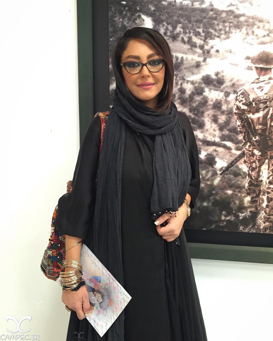 شقایق فراهانی در نمایشگاه عکس ایستاده در غبار