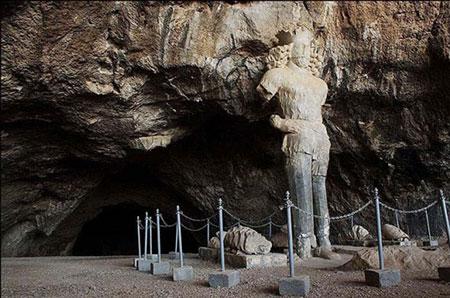 غار شاپور از غارهای تاریخی ایران