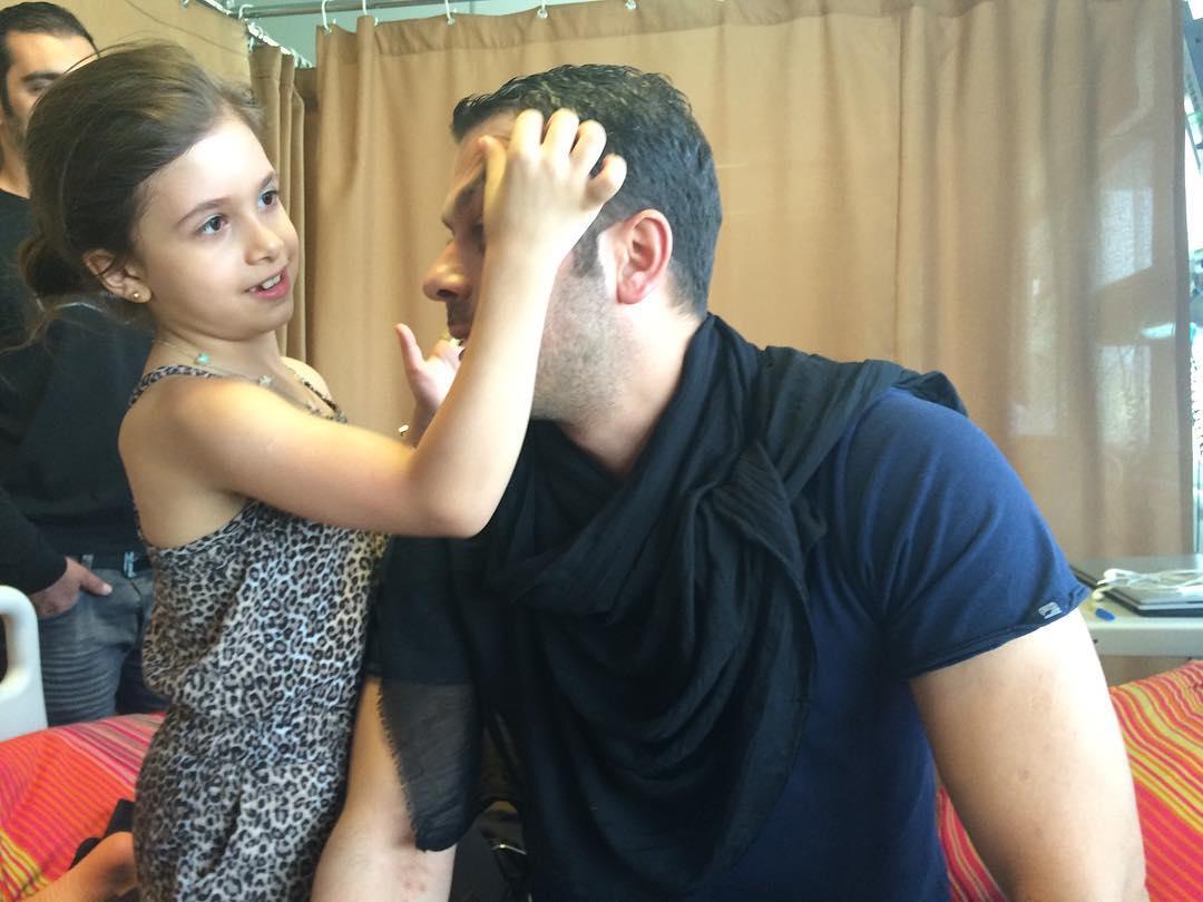 پژمان بازغی و دخترش نفس در بیمارستان