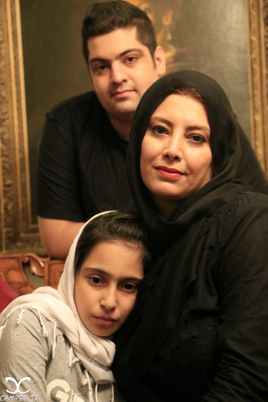 لادن طباطبایی با دختر و پسرش