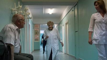 این زن مسن ترین پزشک جراح جهان است!!+ تصاویر , جالب وخواندنی