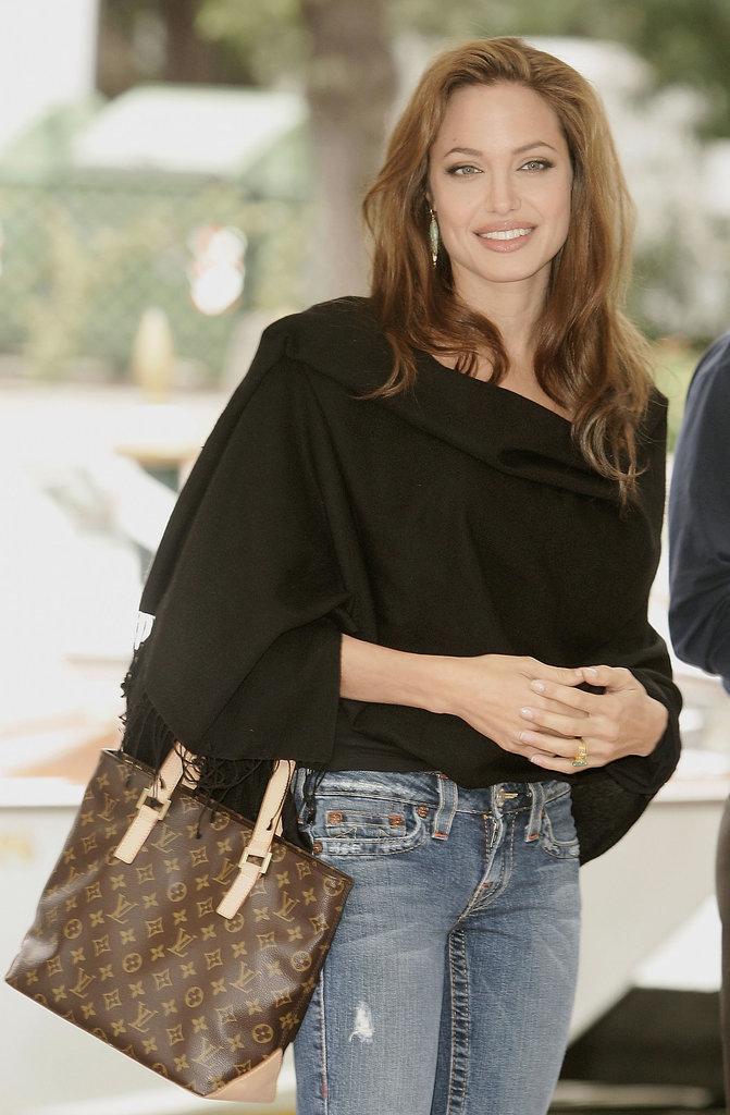 افراد مشهوری مانند آنجلینا جولی در تبلیغات لویی ویتون مشارکت دارند.