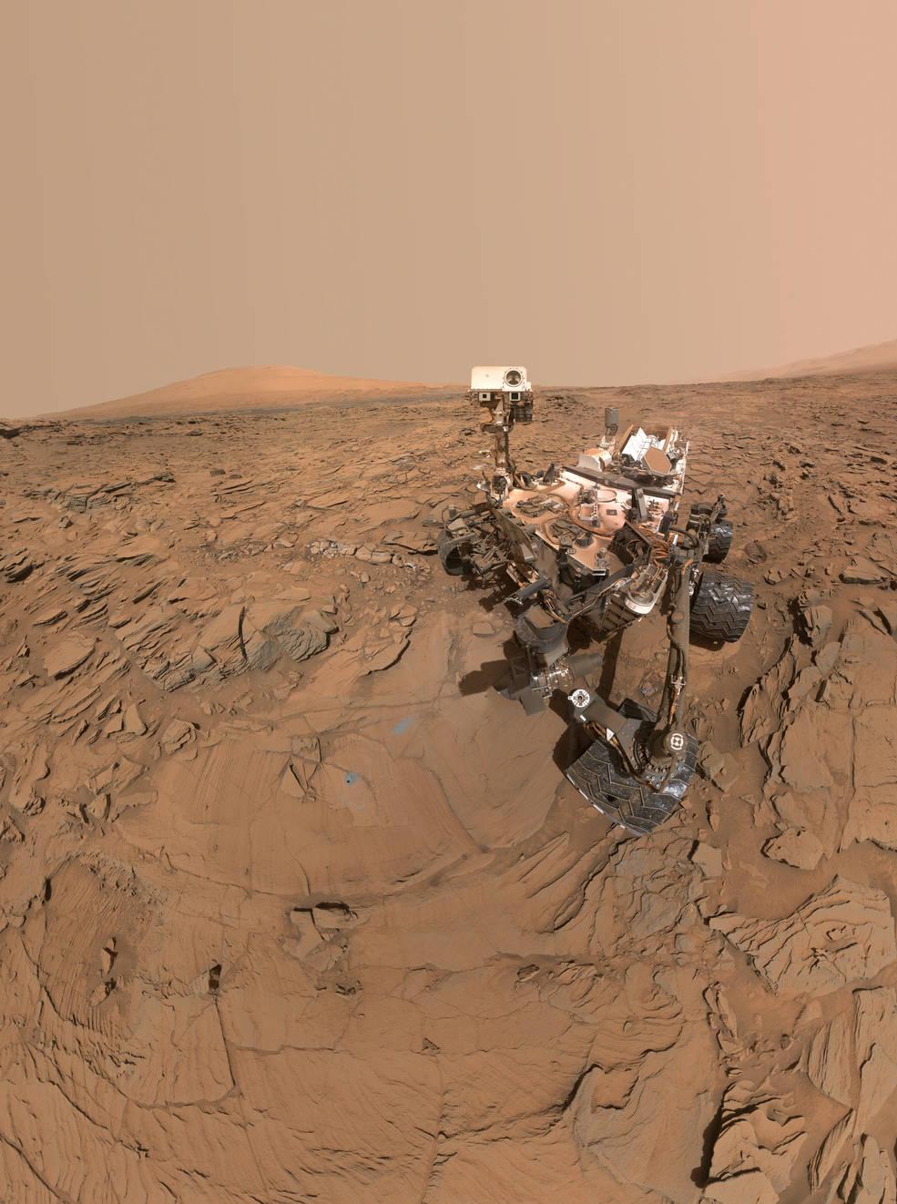 این عکسی که مشاهده میکنید سلفی مریخ نورد مریخ میباشد که در پاسگاه حفر شده در بخش Naukluft  <a href=