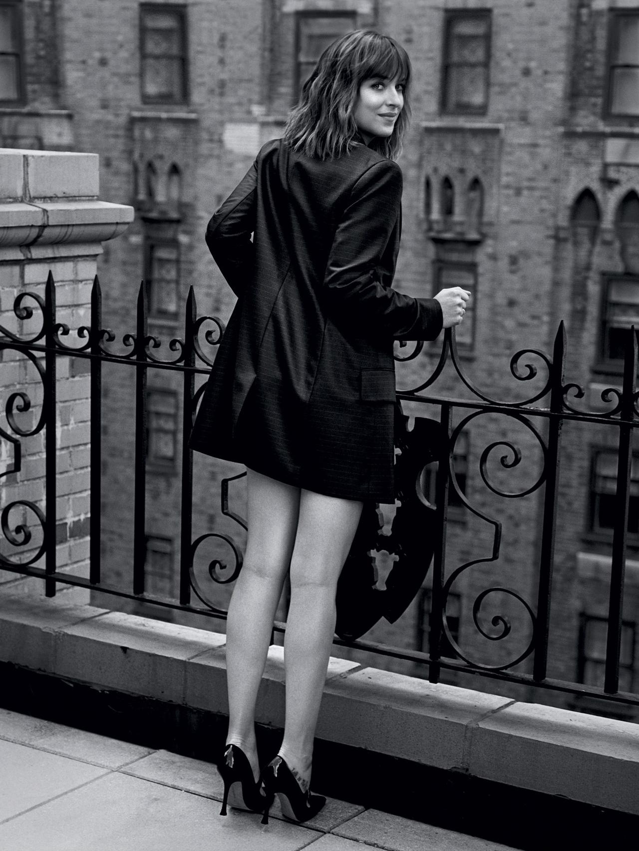 فتوشات های داکوتا جانسون برای Vogue UK
