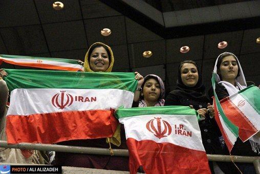 عکسهای ماجرای حضور تماشاگران زن والیبال ایران صربستان در ورزشگاه آزادی 11 تیر 95