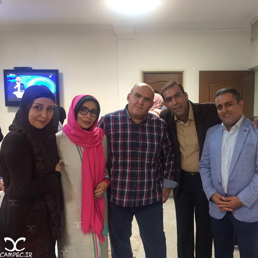 پرستو صالحی و برادرش و آرزو افشار در پشت صحنه ماه عسل