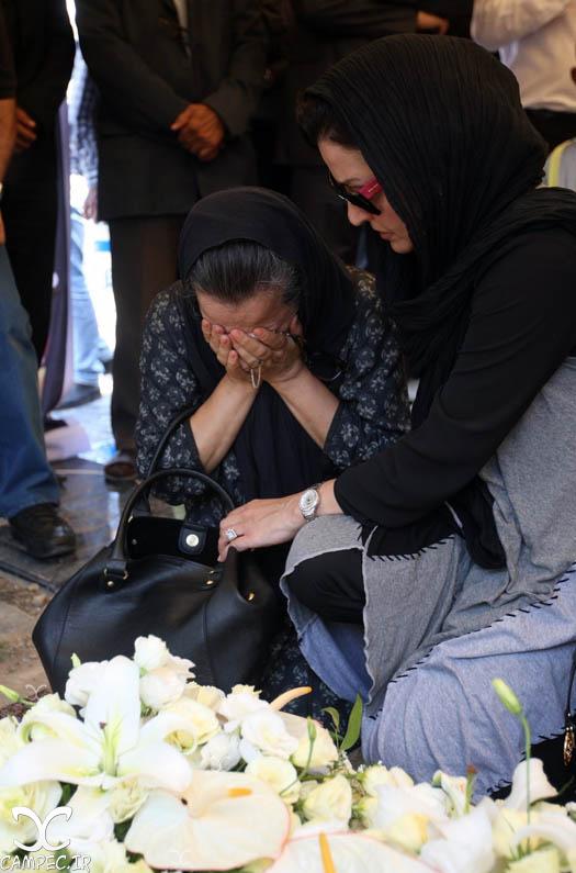 مریلا زارعی و آزیتا حاجیان در مراسم تشییع پیکر بهمن زرین پور