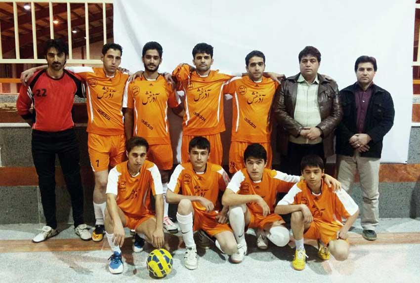 تیم فوتسال خشکبار قاضی جهان که در مسابقات فجر سال 94 قهرمان مسابقات شد