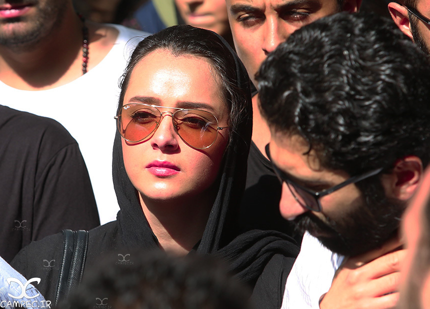 ترانه علیدوستی در مراسم خاکسپاری عباس کیارستمی