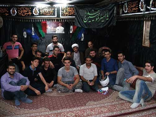جمعی از خادمین هیئت زوّرالحسین علیهم السلام در محل حسینیه شهید محمّد علی دولت آبادی
