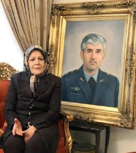 شهید منصور ستاری و همسرش پدر و مادر سورنا ستاری
