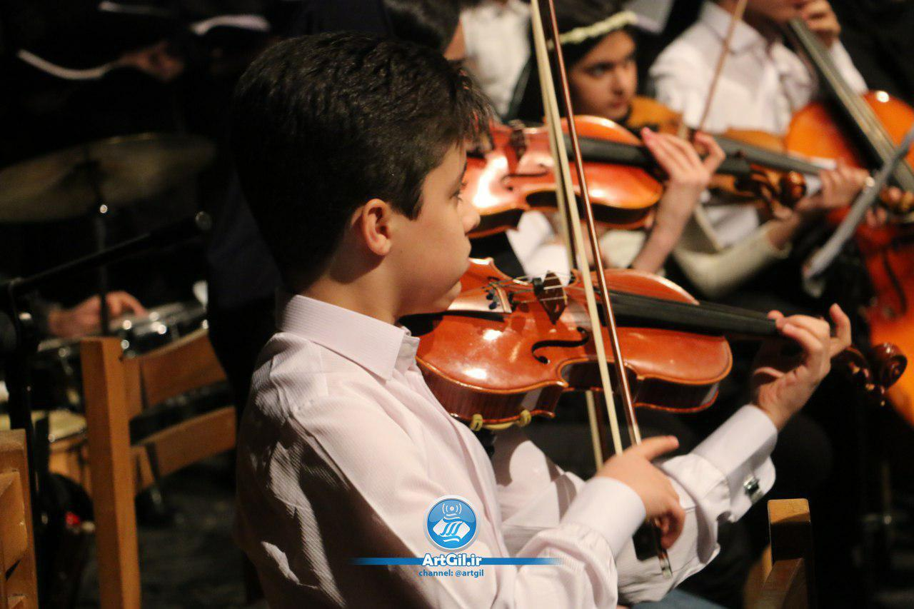 اجرای هنری آموزشگاه موسیقی سکوت در سالن شهید انصاری مجتمع فرهنگی هنری خاتم الانبیا رشت